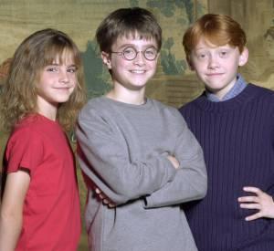 """Daniel Radcliffe lors d'un photoshoot en 2000, juste avant le tournage du premier """"Harry Potter"""". La mode de l'époque était simple : tee-shirt uni pour tout le monde !"""