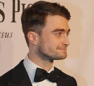 Daniel Radcliffe ajoute le smoking et le noeud papillon à sa garde-robe. Sa coupe de cheveux dans l'air du temps et sa barbe de quelques jours lui vont à ravir !