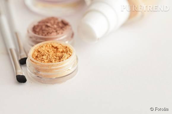 Poudre, stick vert, fond de teint, CC crème : le maquillage correcteur permet de camoufler efficacement les rougeurs sur le visage.