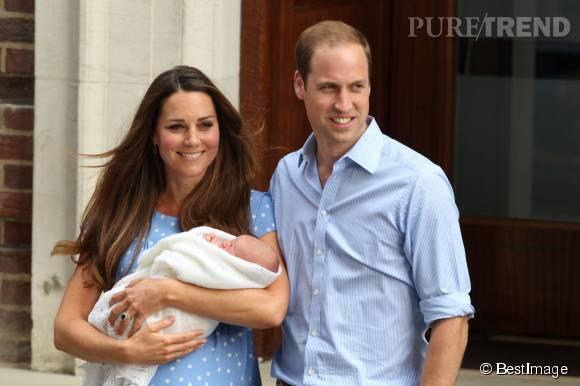 Le nouveau petit Prince a été présenté à la foule par ses parents dès le 23 juillet 2013.