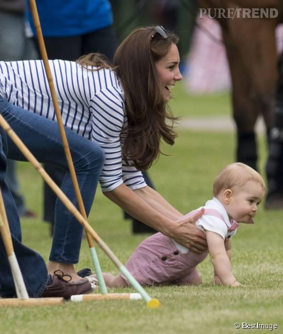 Le quotidien du petit prince George s'articule autour des occupations de ses parents. Ici, il suivait son père à un match de polo.