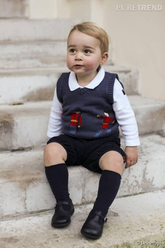 Le petit Prince George a le chic pour faire fondre son public. Ici, il prenait la pose en culotte courte, en décembre 2014.