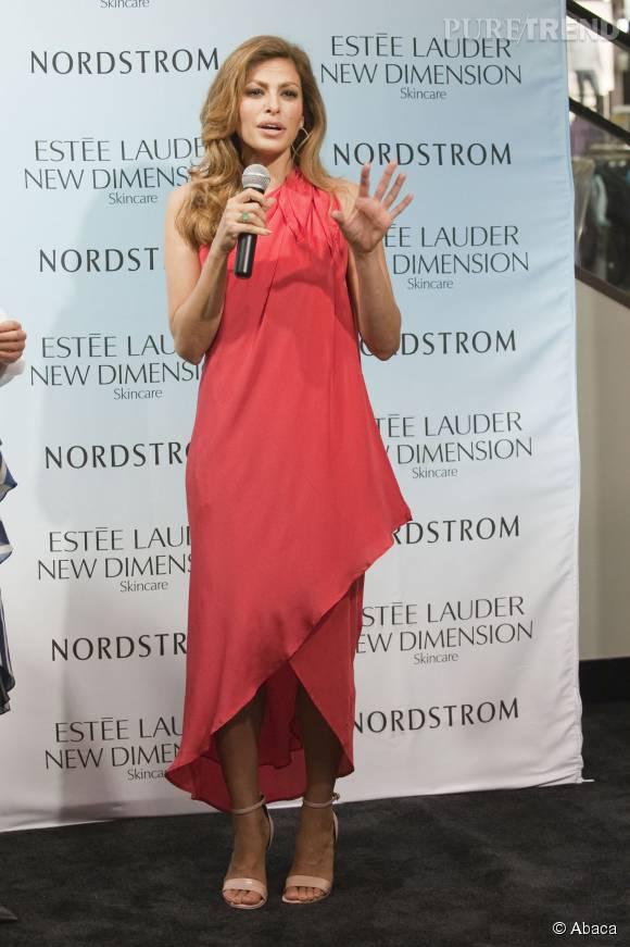 """Eva Mendes présente la nouvelle gamme d'Estée Lauder, """"New Dimension Transformative Skincare""""."""