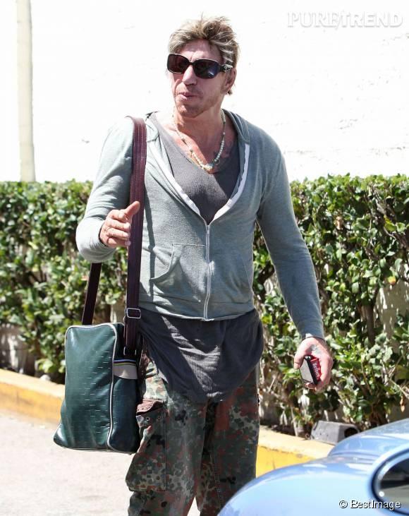 Mickey Rourke méconnaissable dans les rues de Beverly Hills.