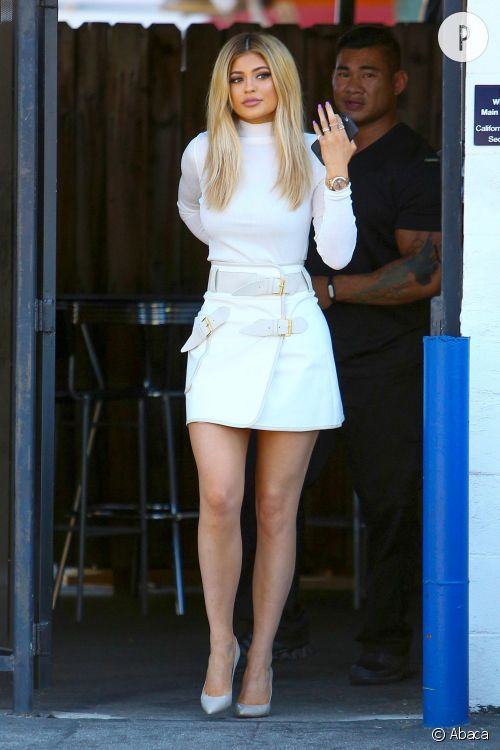 Kylie Jenner, sublime en total look blanc.
