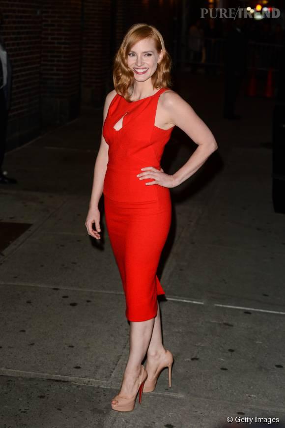 """Jessica Chastain à la sortie du """"Late show with Stephen Colbert"""" à New York le 16 octobre 2015."""