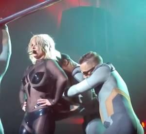 Britney Spears toute dé-zippée : moment de solitude sans fin sur scène (vidéo)