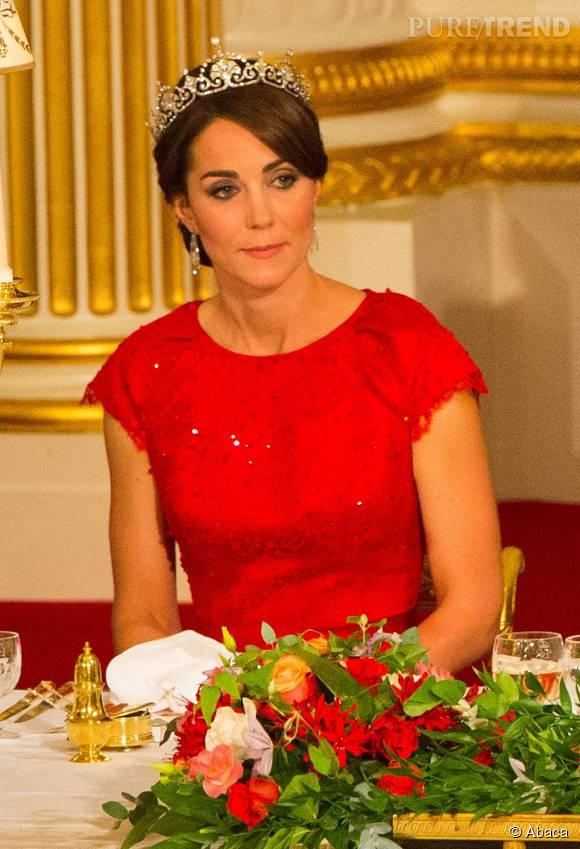 Kate Middleton était resplendissante à Buckingham Palace hier soir.
