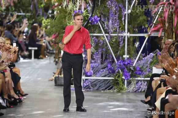 Octobre 2015 : Raf Simons quitte la maison Dior.