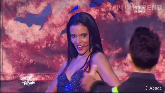 Shy'm a captivé le public de DALS, samedi 24 octobre 2015 sur TF1 grâce à sa petite robe dos nu du plus bel effet...