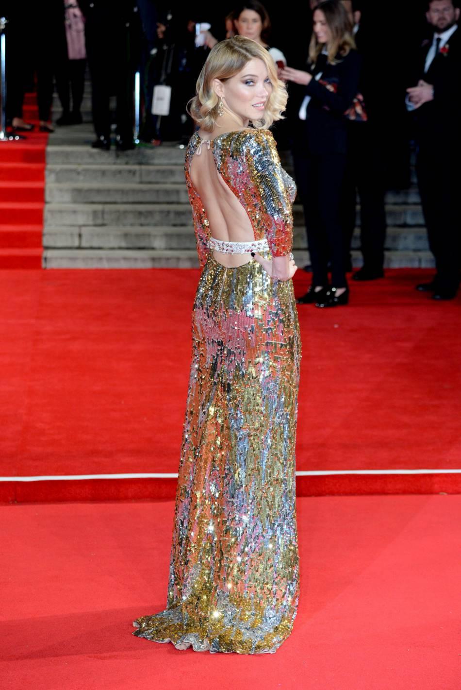 """Léa Seydoux en robe Prada lors de l'avant-première mondiale de """"Spectre"""", ce lundi 26 octobre 2015."""