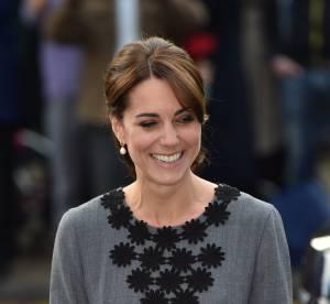 Kate Middleton : enfin souriante, elle fait sensation en petite robe grise