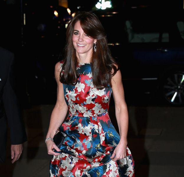 Kate Middleton a opté pour une robe très originale. De quoi coller au thème arty de la soirée.