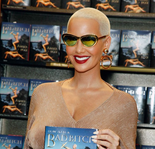"""Amber Rose présente son livre """"How to be a bad bitch""""."""