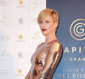 Charlize Theron, bombe anatomique dans une robe incroyable en sequins
