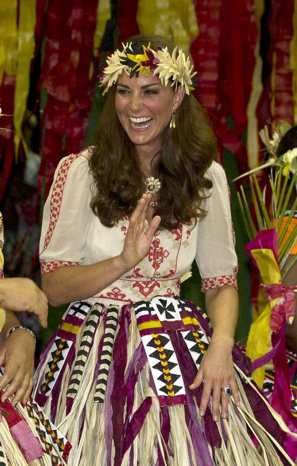 Cette robe Alice by Temperley donne une allure joliment exotique à Kate Middleton.