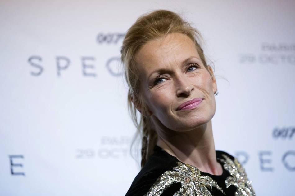"""Estelle Lefébure à la première de """"Spectre"""" à Paris le 29 octobre 2015."""