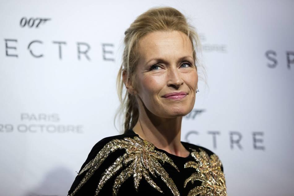 Estelle Lefébure radieuse à 49 ans sur le red carpet.