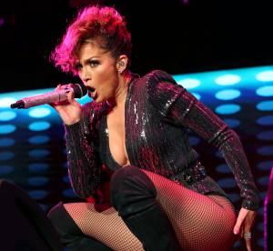 Jennifer Lopez : body ultra échancré et poses lascives indécentes sur scène