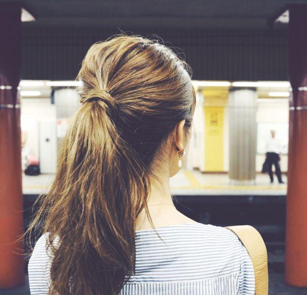 Une ponytail sixties en 8 étapes.