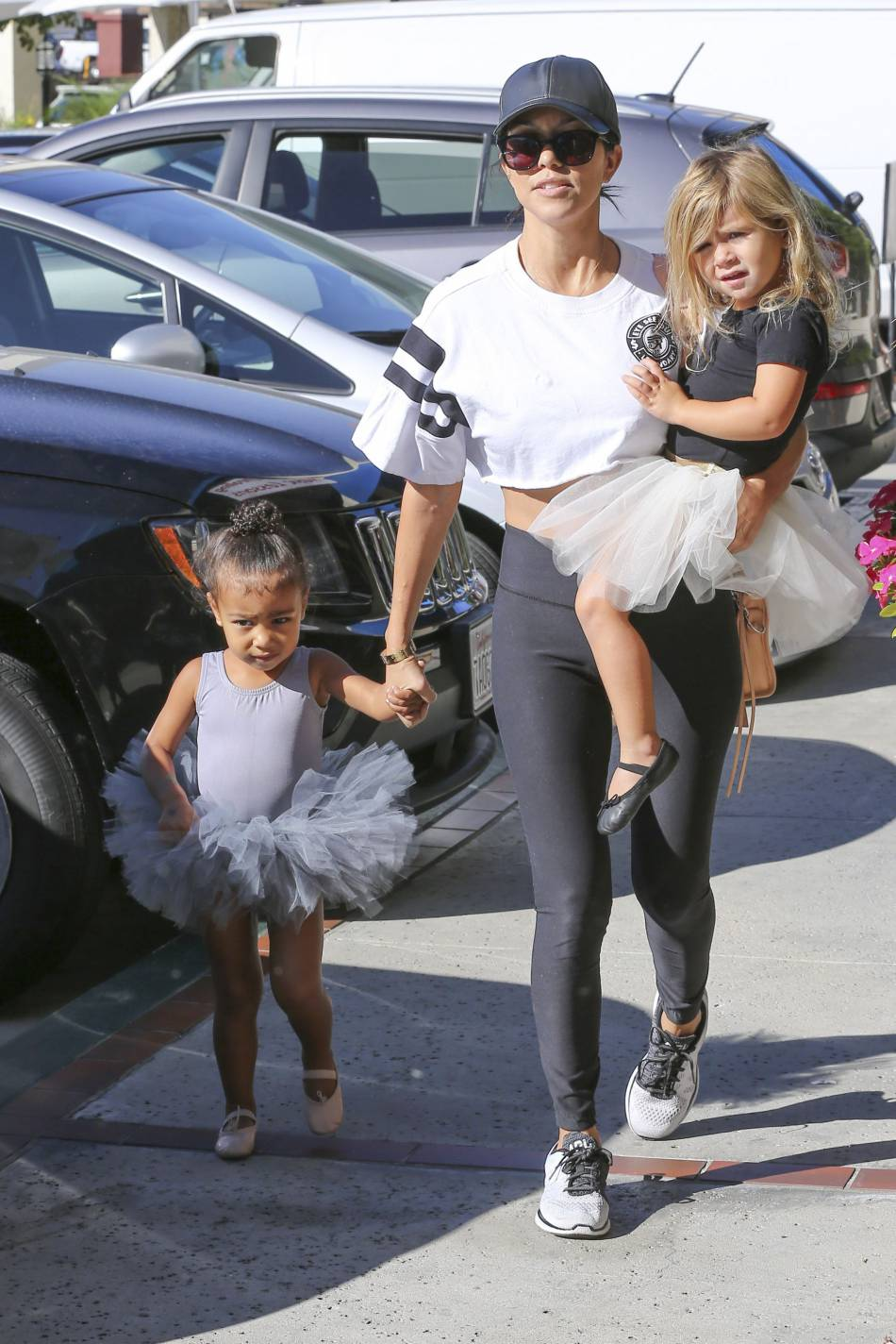 North West, sa tante Kourtney Kardashian et sa petite fille Penelope, prêtes pour leur cours de danse privé.