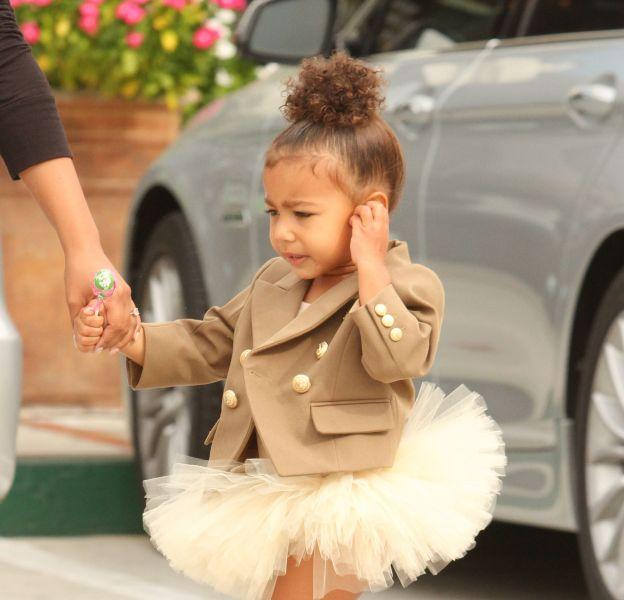 North West, une petite princesse habillée en Balmain pour son cours de danse.