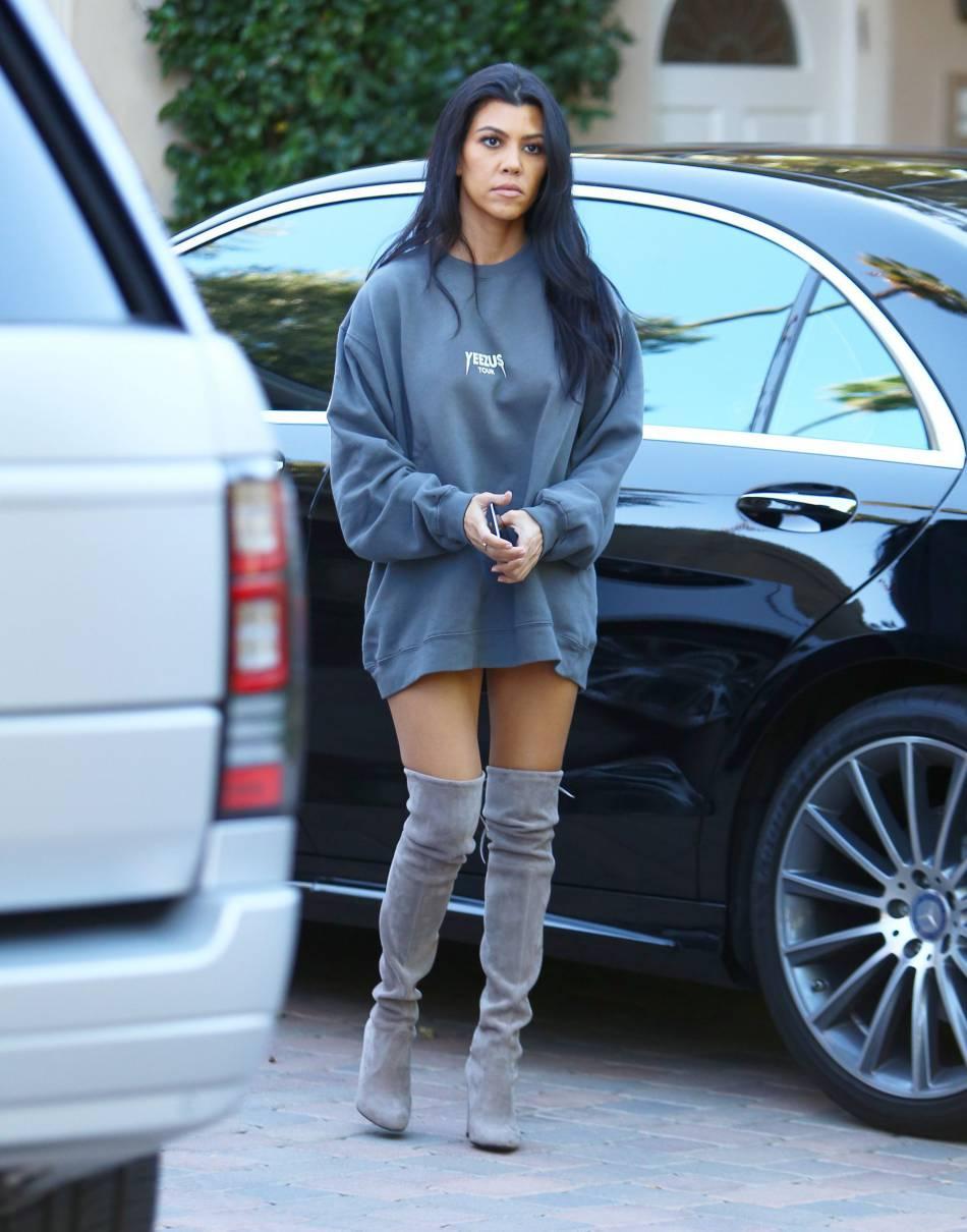 Kourtney Kardashian a opté pour une tenue très minimaliste...