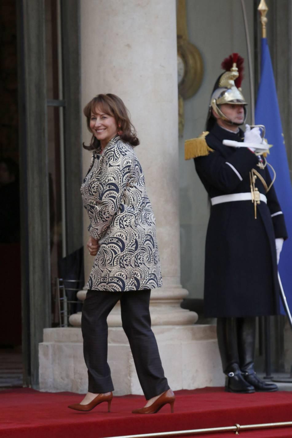 Ségolène Royal comptait elle aussi parmi les invités, dans son trench à imprimés.