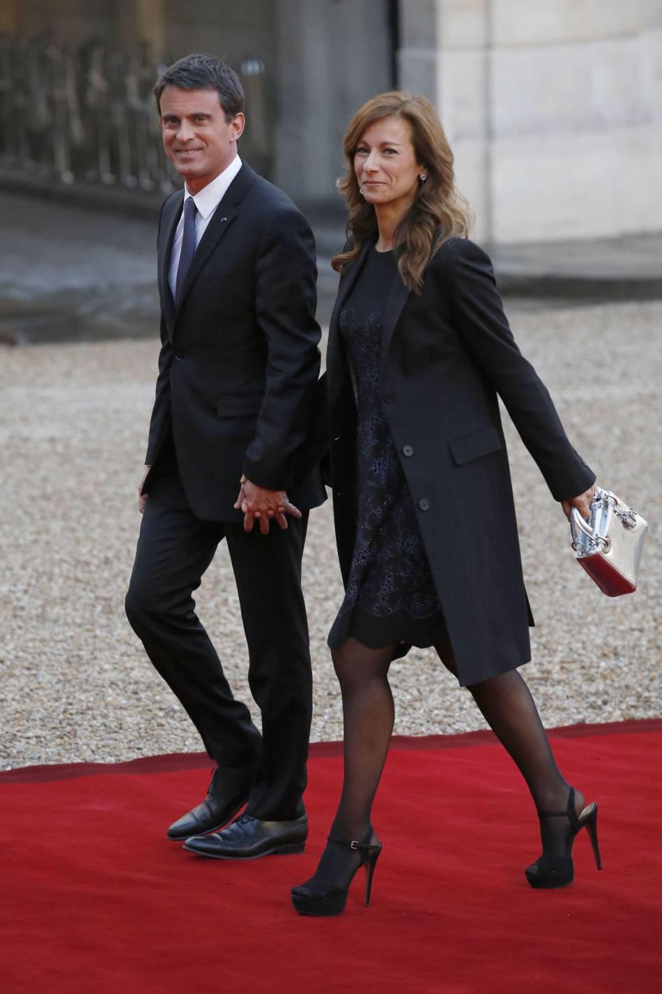 Manuel Valls et Anne Gravoin ont été conviés mardi 26 avril à un dîner à l'Elysée donné en l'honneur du gouverneur de l'Australie.