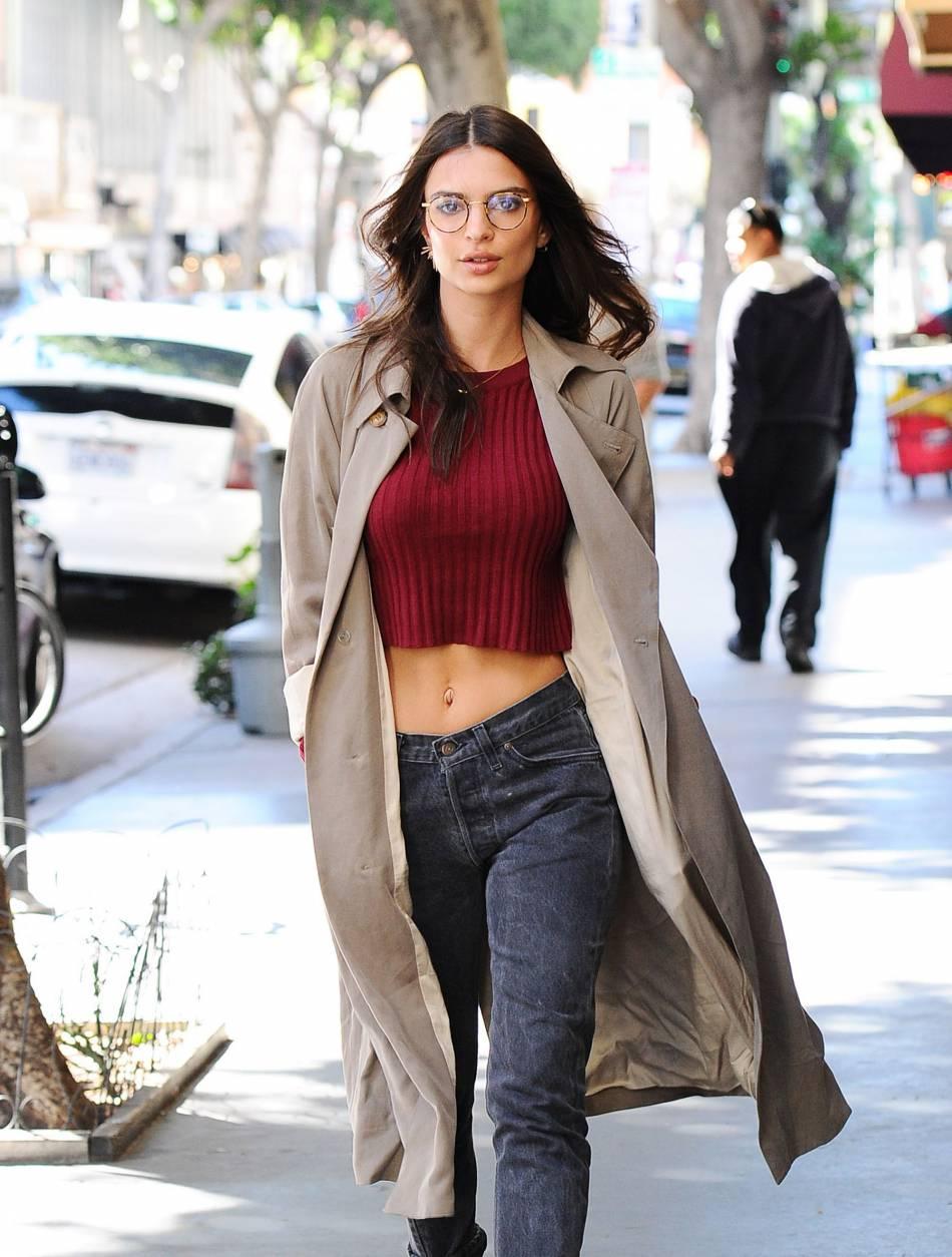 A la ville, l'actrice arbore un style plus décontracté.