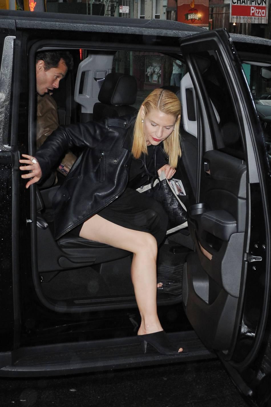 Claire Danes ne fait plus de mystère : une fois n'est pas coutume, elle ose dévoiler ses jambes !