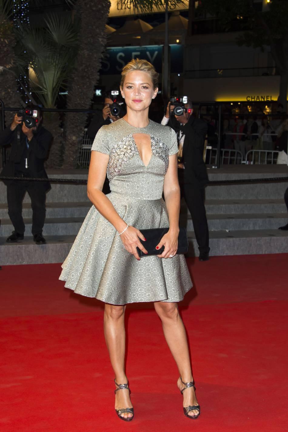 Virginie Efira et un look baby doll lors du Festivalde Cannes en 2015.