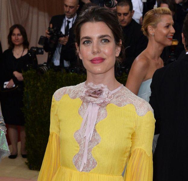 Charlotte Casiraghi, sublime dans sa robe couleur de soleil couchant, lors du gala du Met 2016.