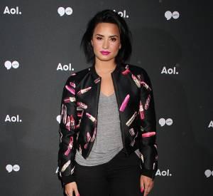 Demi Lovato séduit par sa tenue simple mais tendance.