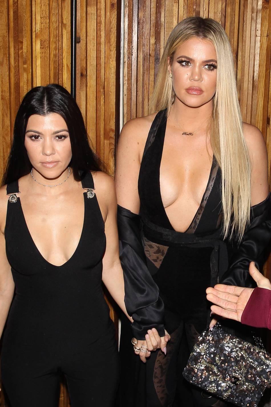 Khloe Kardashian et Kourtney Kardashian se sont envolées pour Cuba.