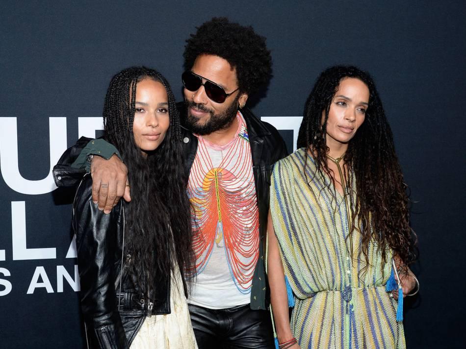 Avec Lenny Kravitz et Lisa Bonnet, ses parents, Zoé est désormais très à l'aise sur le tapis rouge.