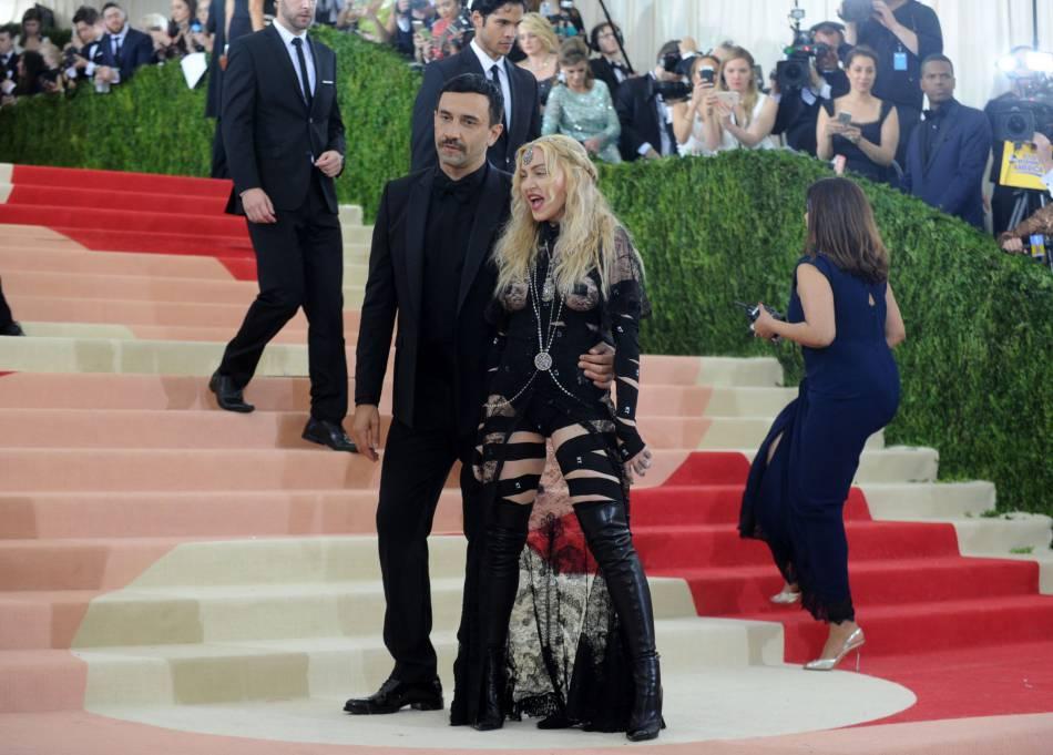 Madonna et Riccardo Tisci, le créateur de sa robe.