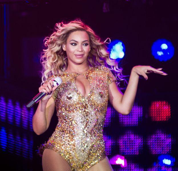 Beyoncé est une bête de scène qui casse les codes marketing de l'industrie du disque.