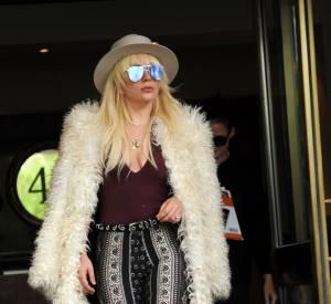 Nicole Richie, sexy dans son look hippie osé.