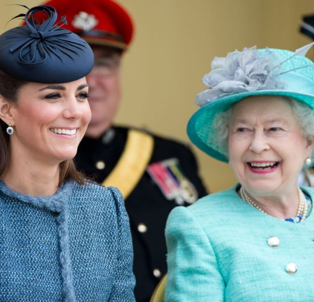 Elizabeth II a pris Kate Middleton sous son aile.