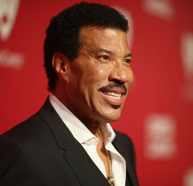 Lionel Richie annonce qu'il lance sa ligne de make up.