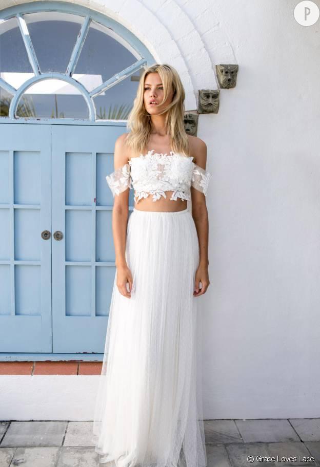 Le crop top pour une tenue de mariage : ambiance bohème chic.