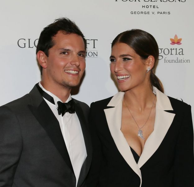 "Laury Thilleman officialise sa relation avec Juan Arbelaez (ex-candidat de ""Top Chef"") sur le tapis rouge du Global Gift Gala."