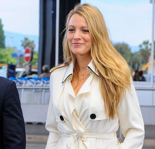 Blake Lively, ravissante dans un look immaculé.