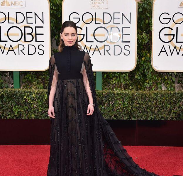 "La star de ""Game of Thrones"" Emilia Clarke est resplendissante sur le red carpet."