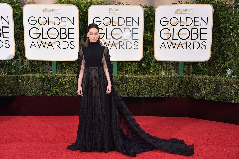 "La star de ""Game of Thrones"" Emilia Clarke est resplendissante sur le red carpet."