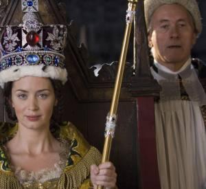 """Emily Blunt parée par Swarovski dans """"Victoria : les jeunes années d'une reine"""" en 2009."""
