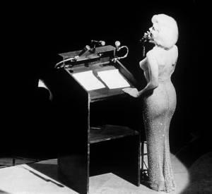 Marilyn Monroe dans une robe entièrement couverte de cristaux Swarovski.