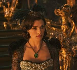 """Rachel Weisz habillée de cristaux Swarovski dans """"Le monde fantastique d'Oz"""" en 2013."""