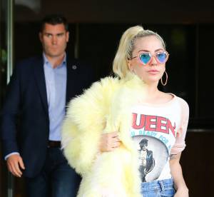 Lady Gaga : micro short et veste en fourrure dans New York